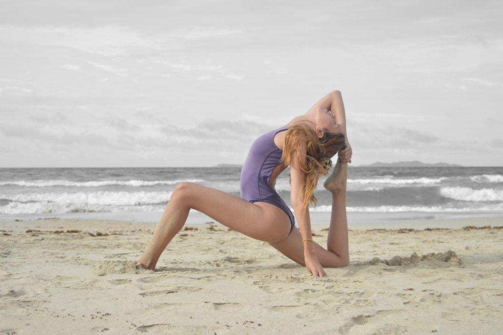 Yoga-asana- Foto di Alice Naar su Unsplash