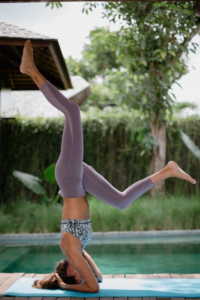 yoga-Foto di Juliette Leufke su Unsplash