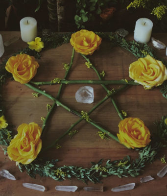 Pentacle_on_wiccan_altar- photo web